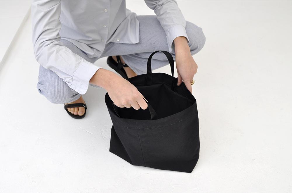 7b9c5c55899 two extra small pockets inside, nylon handels h38 x w44 x d10 cm. Photo:  Maharam. canvas shoulder bag B03.09 one big extra inside pocket ...
